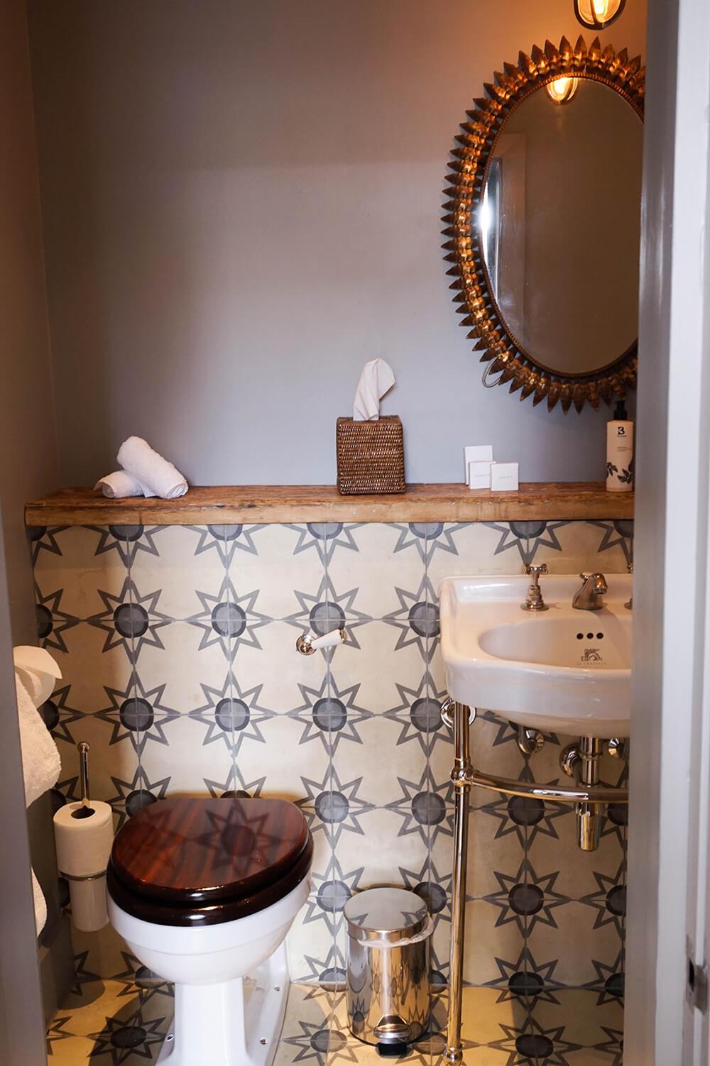 Artist-residence-bath2